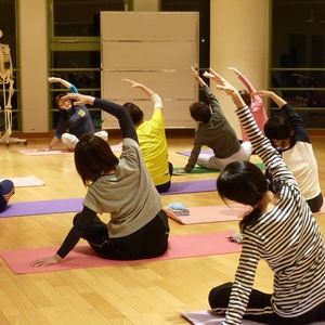 公開講座「ピラティスで健康・体力づくり」を開催しました。