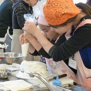 公開講座「子どもの食育講座 楽しいデコレーションケーキ作り」を開催