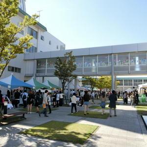 仁愛大学「世灯祭」、今日も賑わっています。