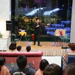 仁大生・桑島康郎さん(心理学科4年生)によるマジックショー活動がNHK総合テレビで報道されました。