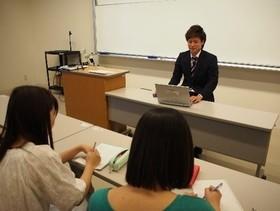 基礎演習にて『学科卒業生による講演』が実施されました。