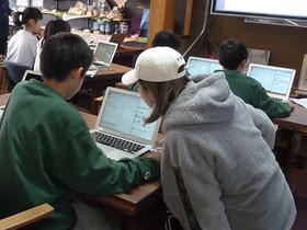 駅前サテライトで小学生対象のプログラミング講座を開催