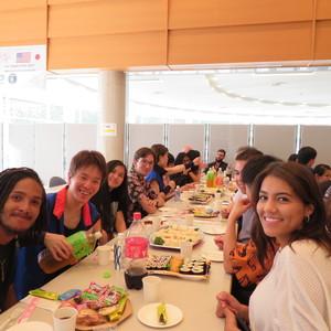 米国カリフォルニア州立大学フラトン校より、垣原智子先生と学生18名が来学されました。