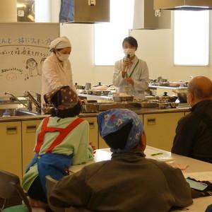 公開講座「子どもの食育講座 お父さんと一緒にクッキング -魚をさばいて鯖の味噌煮を作ろう-」を開催しました