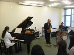 素敵な演奏で午後のひとときを 友吉俊郎Jazzトリオ