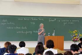 コミュニケーション学科主催 デネヒー博士特別講演