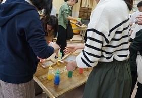 基礎演習の活動で紙漉き体験に行ってきました