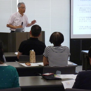 公開講座「高校「家庭総合」の教科書を通して「保育」を考える」を開催しました
