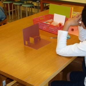 公開講座「図工の時間ー親子で楽しむ工作ーポップアップカードを作ろう 」を開催しました